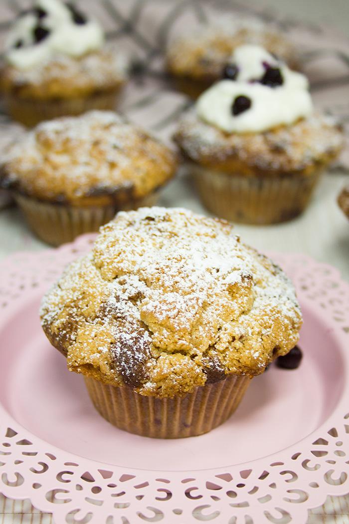 heidelbeer crumble muffins rezept verzuckert. Black Bedroom Furniture Sets. Home Design Ideas