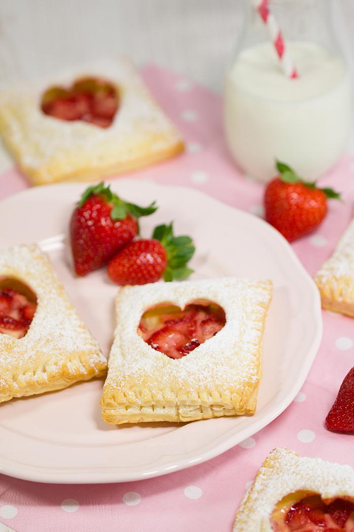 Erdbeer-Vanille-Blaetterteigtaschen