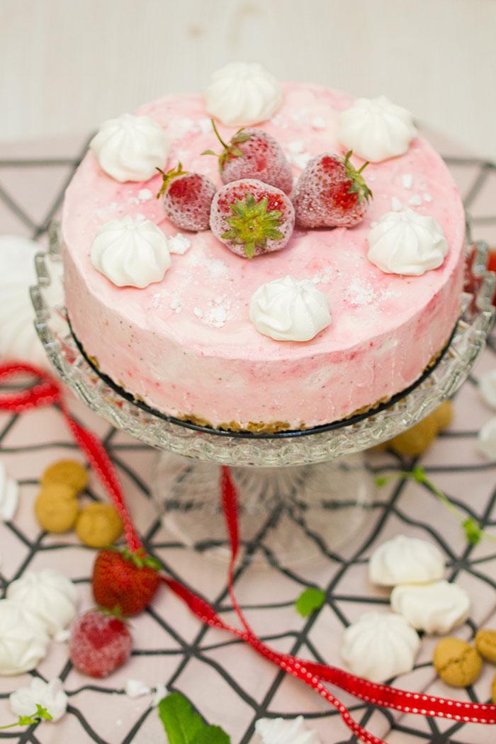 Erdbeer-Baiser-Eistorte