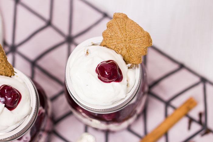 Spekulatius-Punschkirschen-Dessert