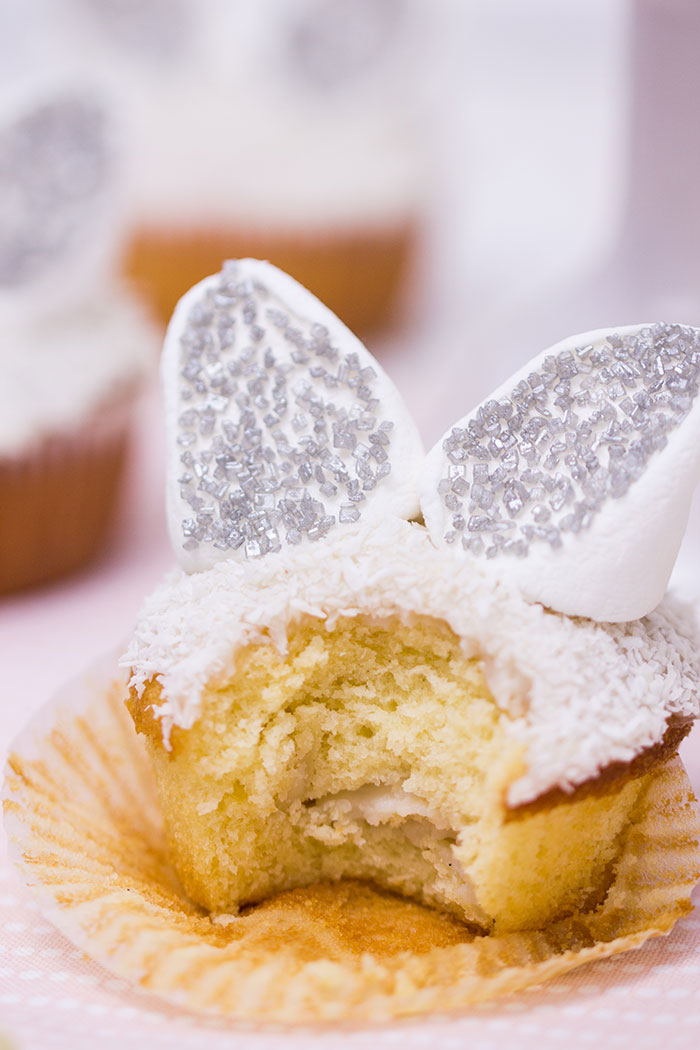 Osterhasen-Cupcakes-mit-Vanillefuellung
