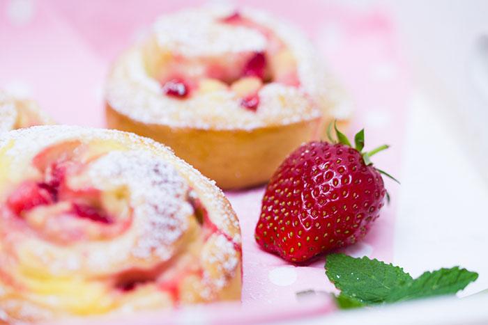 Erdbeer-Vanillepudding-Schnecken