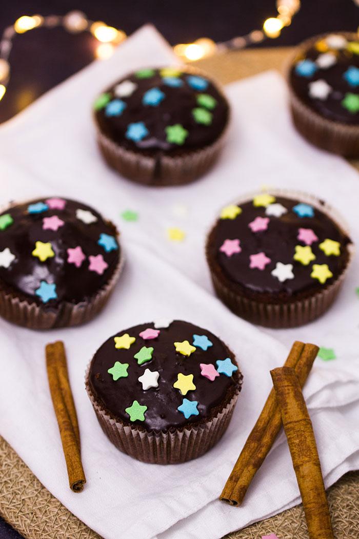 weihnachtliche-rotwein-zimt-muffins