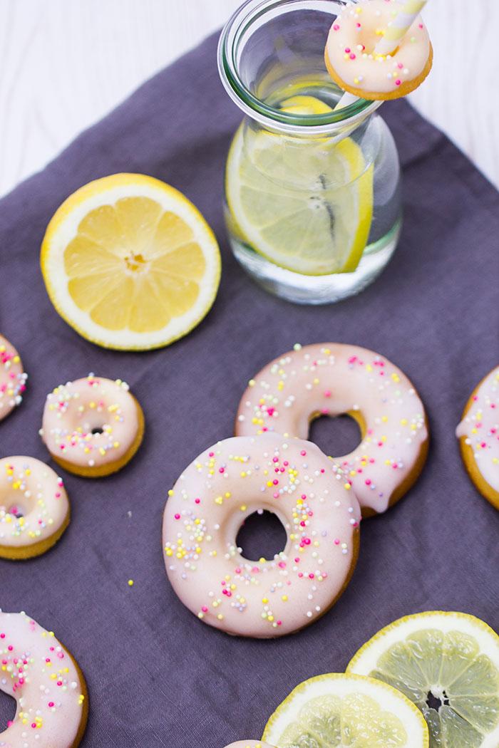 Heilmittel zur Gewichtsreduktion mit Backpulver und Zitrone